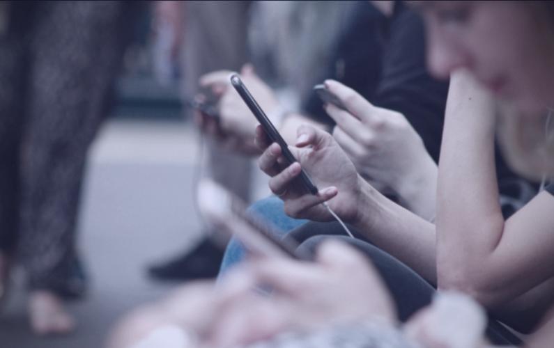 How Social Media Poisoned My Friendships